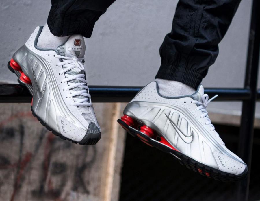 Nike Shox R4 White Comet Red BV1111 100 (3)