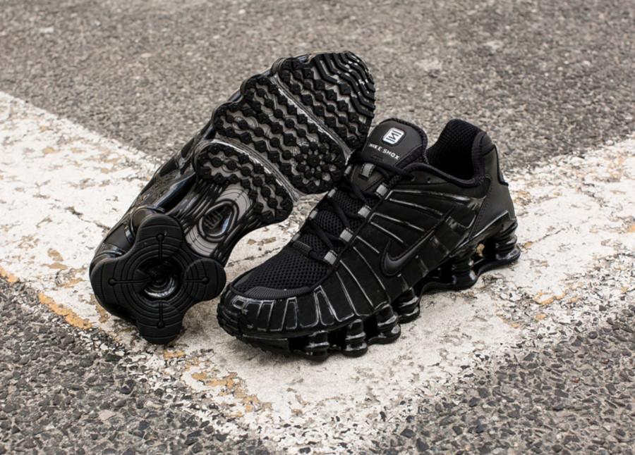 Nike Shox Total Blackout (1)