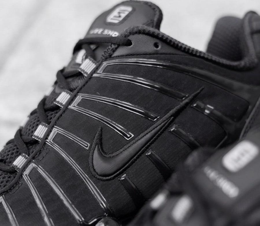 Nike Shox Total Blackout (3)