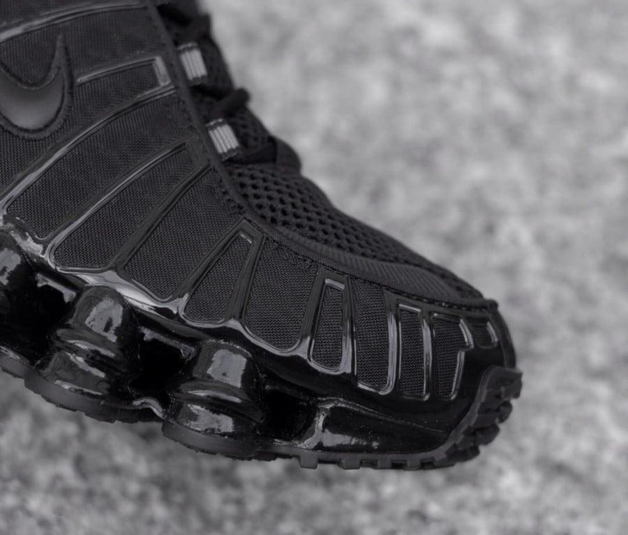 Nike Shox Total Blackout (5)