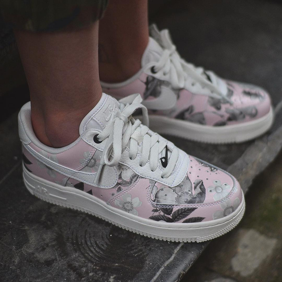 Nike Wmns Air Force 1 '07 LXX Floral 2019 White (1)