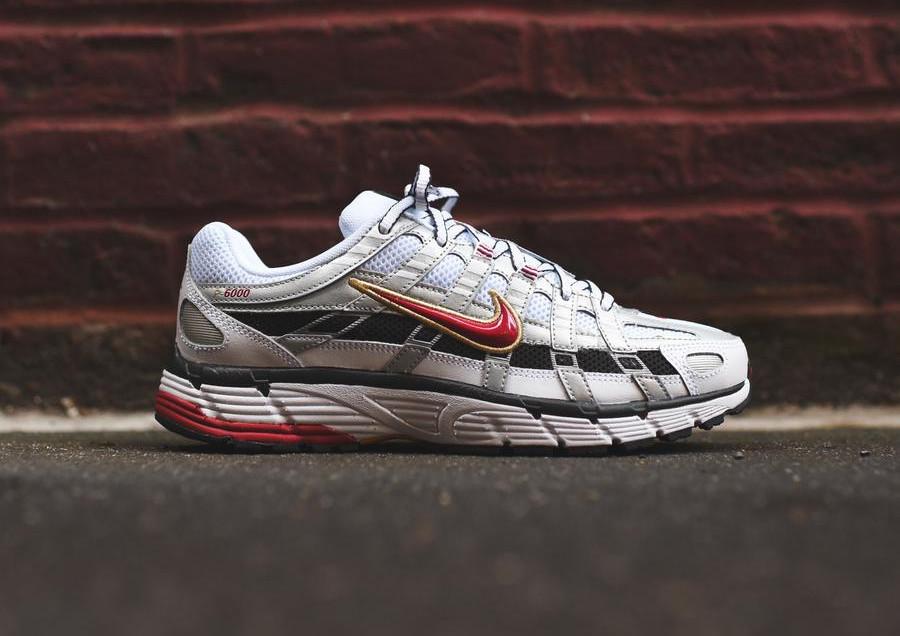 Nike Womens P-6000 blanche gris métallique et rouge (2)