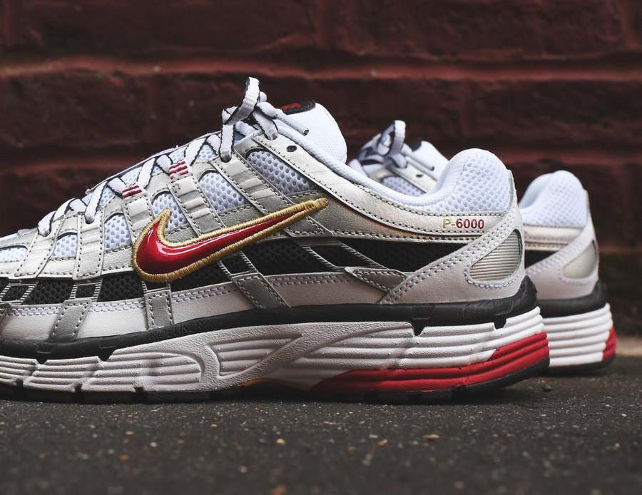 Nike Womens P-6000 blanche gris métallique et rouge (5)