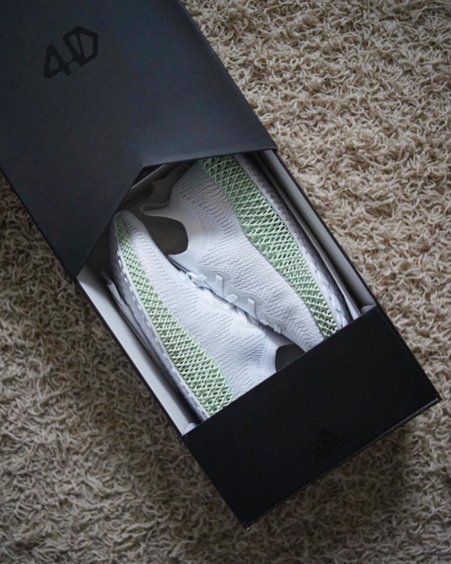 adidas-alphaedge-4d-blanche-avec-une-semelle-verte (1)
