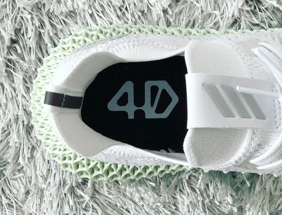 adidas-alphaedge-4d-blanche-avec-une-semelle-verte (3)