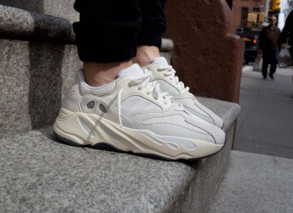 sports shoes d6737 eadce Adidas Yeezy Boost 700 V1  Analog Cream  Wave Runner. 26 avril 2019.  FacebookTwitterPinterest