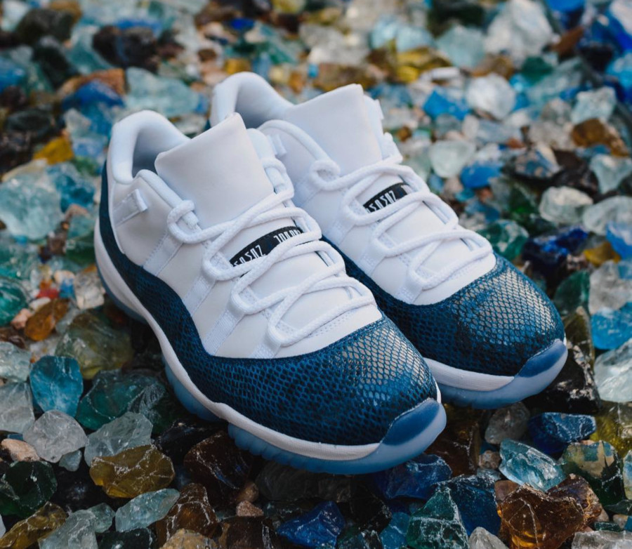 Air Jordan 11 Low avec imprimé serpent bleu marine (5)