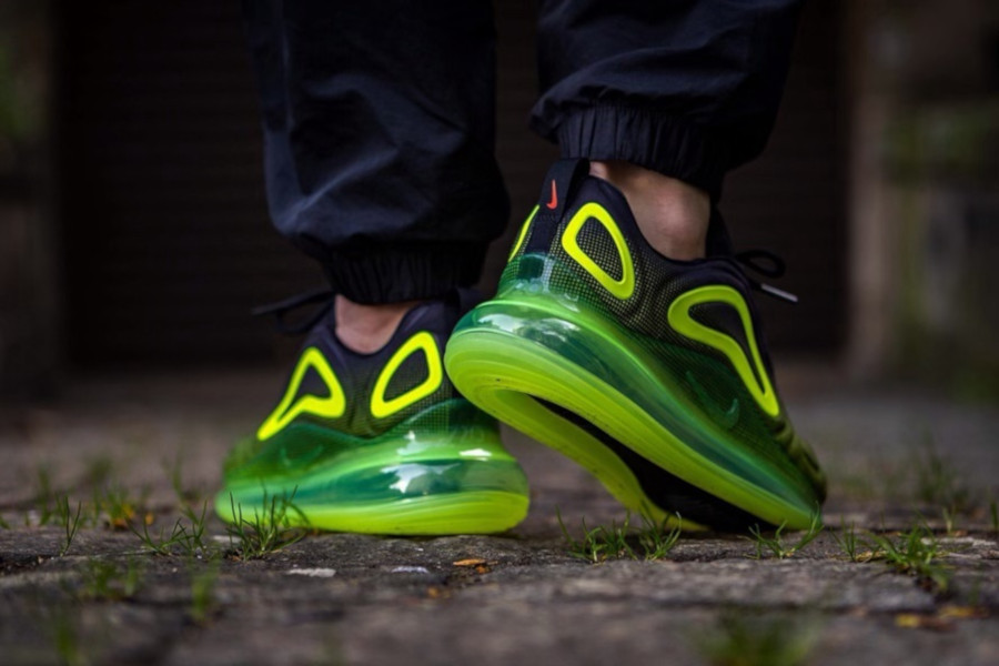 Nike Air Max 720 'Black Volt Bright Crimson' Throwback Future (4)
