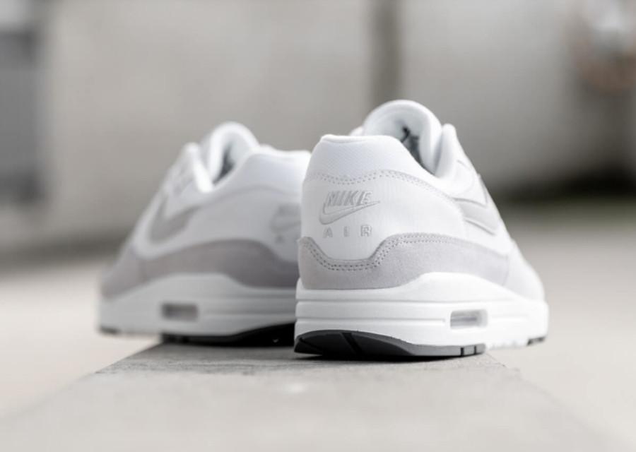Nike Air Max 87 blanche et grise (1)