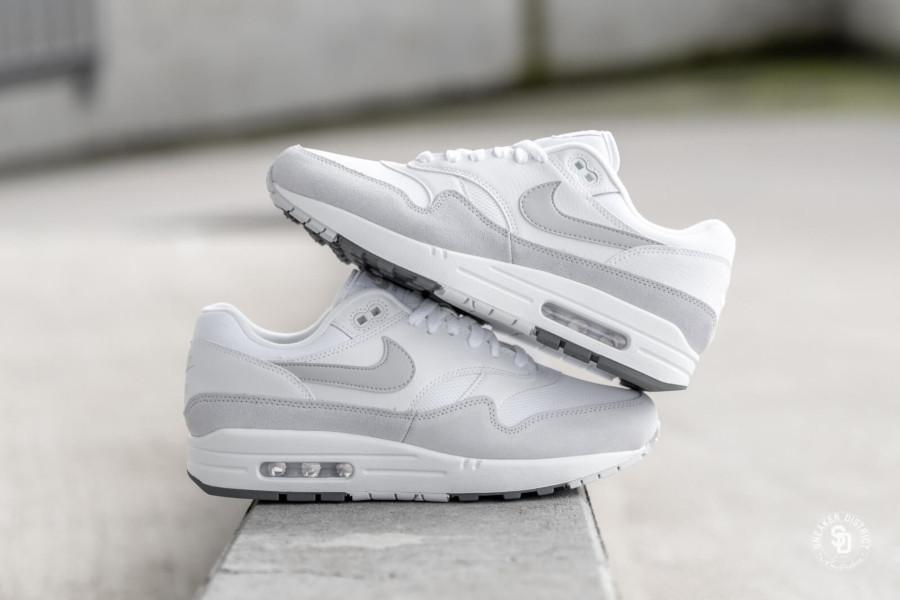 Nike Air Max 87 blanche et grise (3)