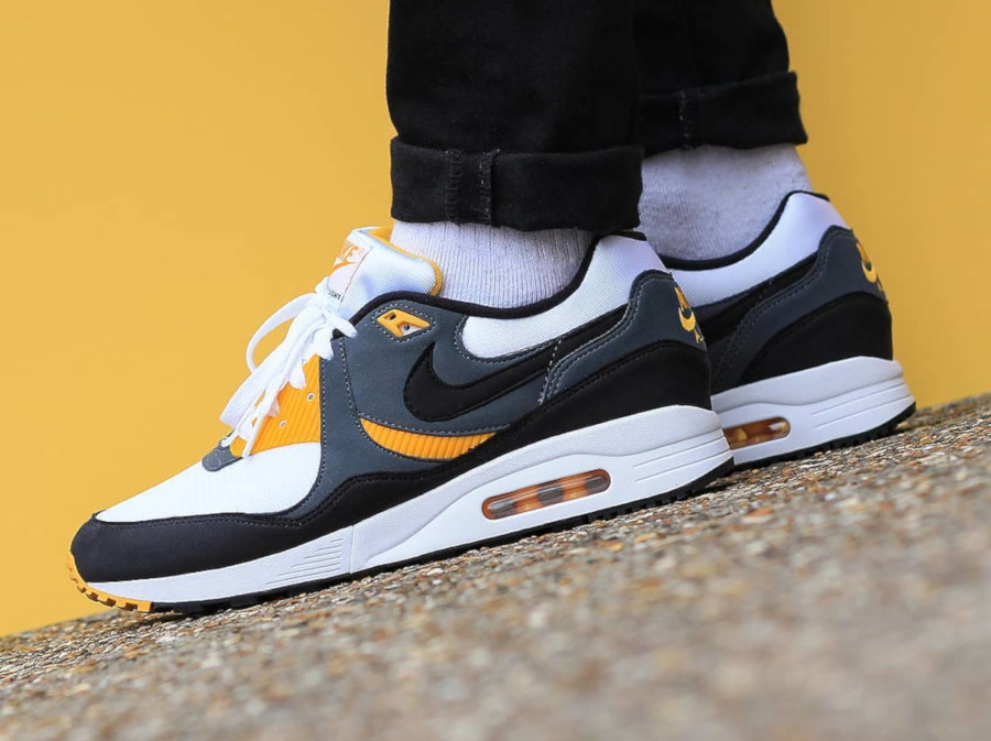 Nike Air Max Light OG 89 University Gold