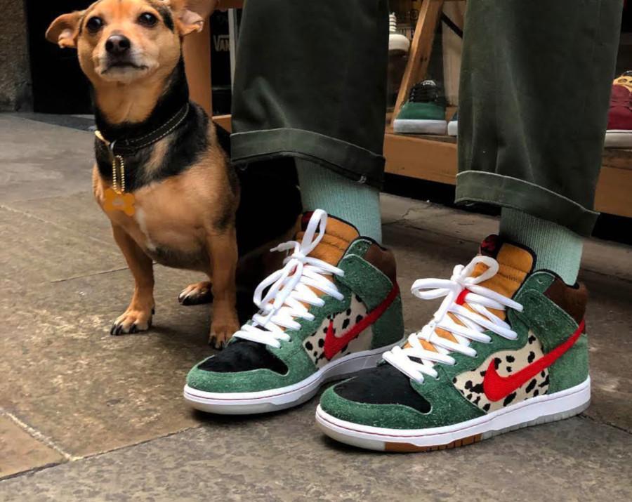 Nike SB Dunk High QS 420 Walk The Dog (couv)