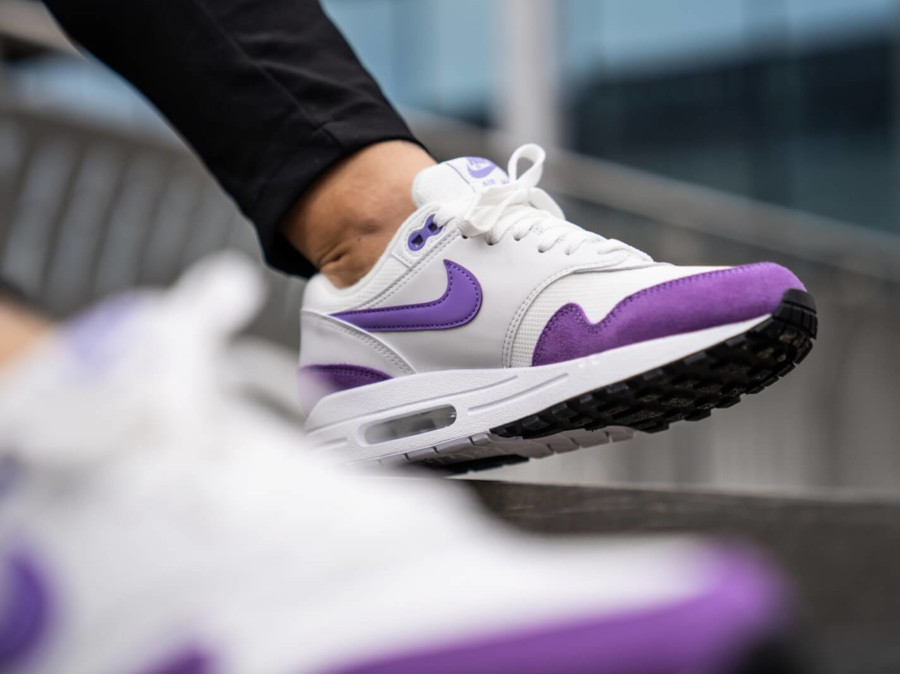 Nike Womens Air Max 1 blanche et violette (avril 2019) (3)