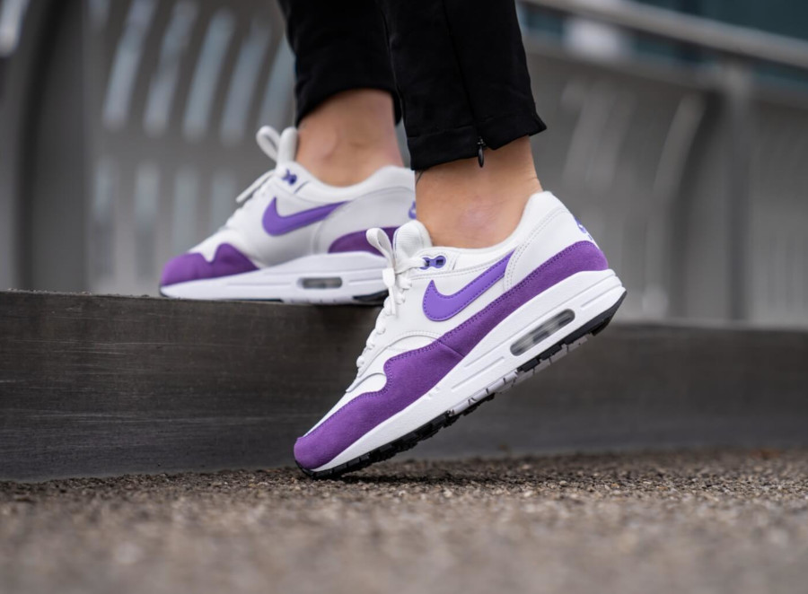 Nike Womens Air Max 1 blanche et violette (avril 2019) (4-1)