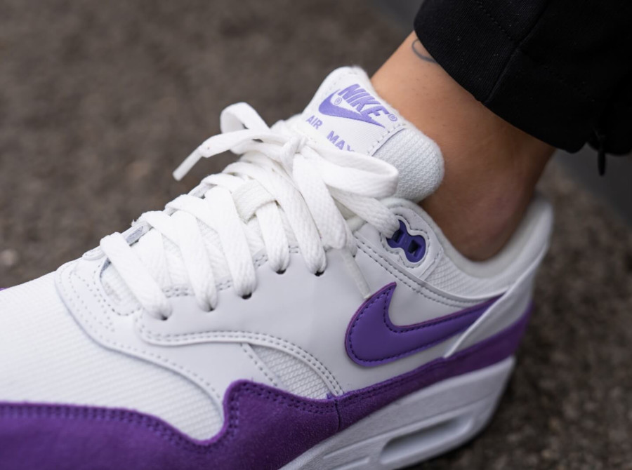 Nike Womens Air Max 1 blanche et violette (avril 2019) (4)