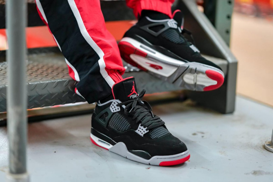 air-jordan-4-bred-2019-on-feet@finishline