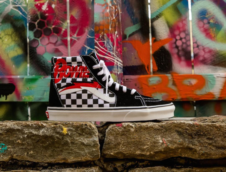 vans-sk8-hi-david-bowie-diamond-dogs-VA38GEVJ0 (1)
