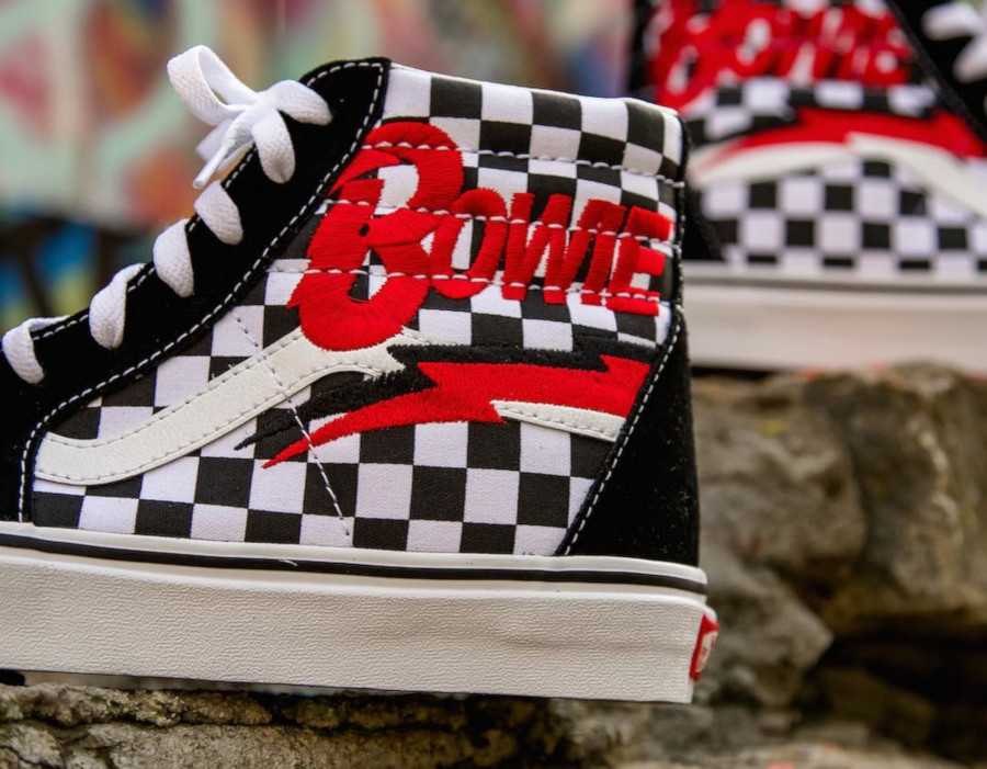 vans-sk8-hi-david-bowie-diamond-dogs-VA38GEVJ0 (2)