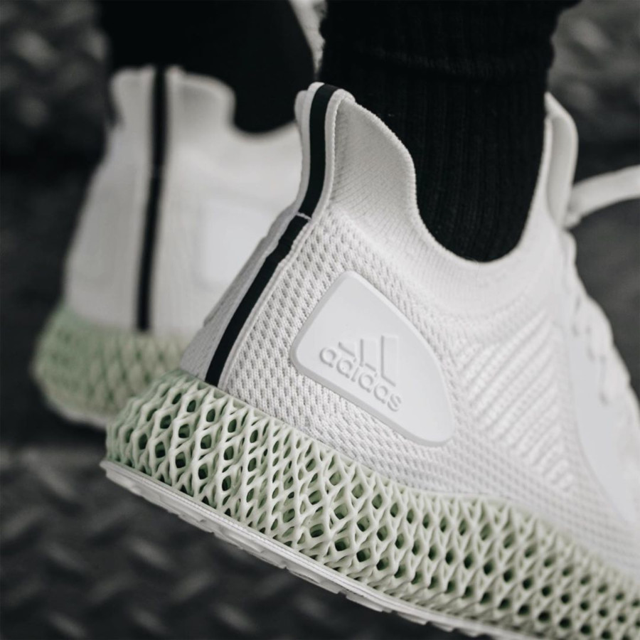 Adidas Alphaedge 4d blanche ftwr white on feet EF3454 (1)