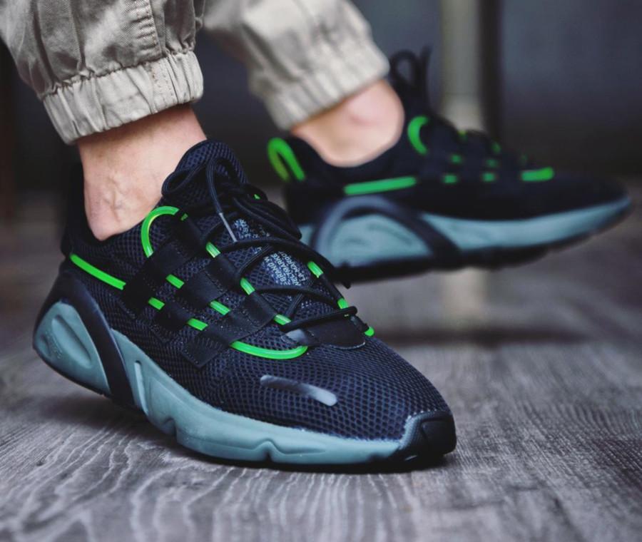 Adidas Lexicon noire avec un tube vert fluorescent (1)