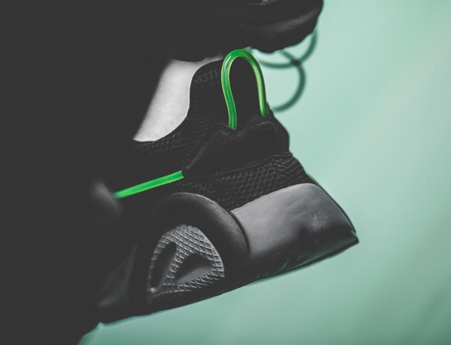 Adidas Lexicon noire avec un tube vert fluorescent (3)
