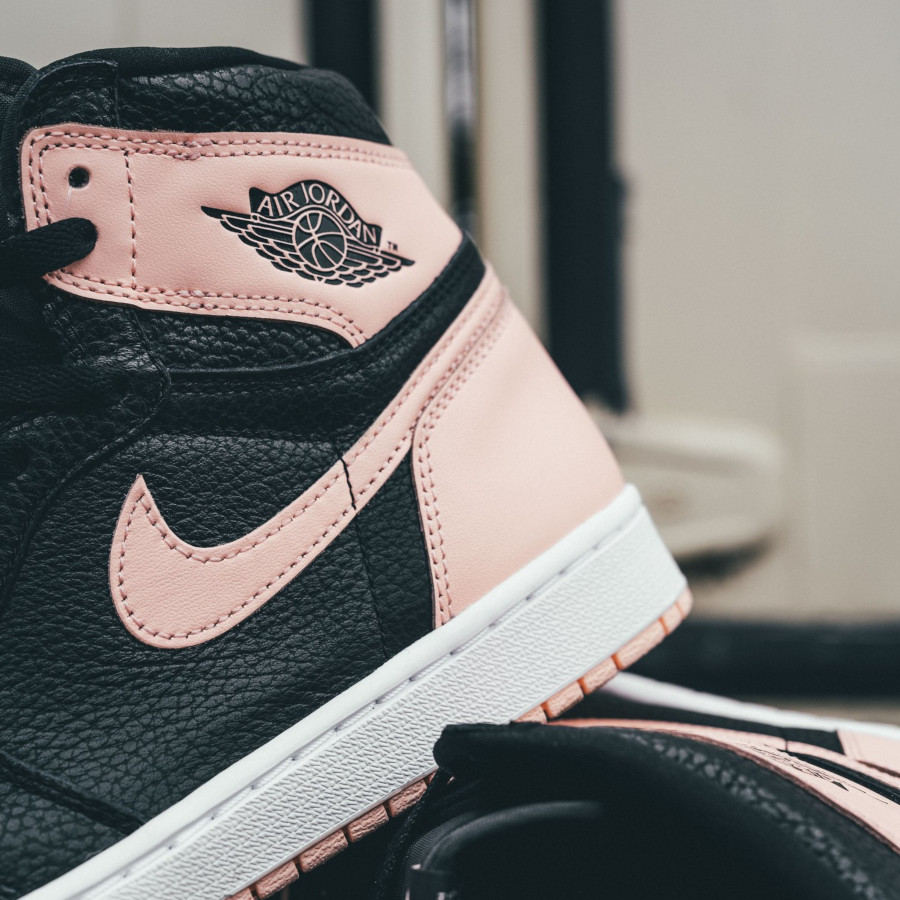 Air Jordan 1 Retro High OG 'Crimson Tint' Black Hyper Pink (1)