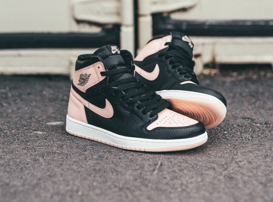 Air Jordan 1 Retro High OG 'Crimson Tint' Black Hyper Pink (2)