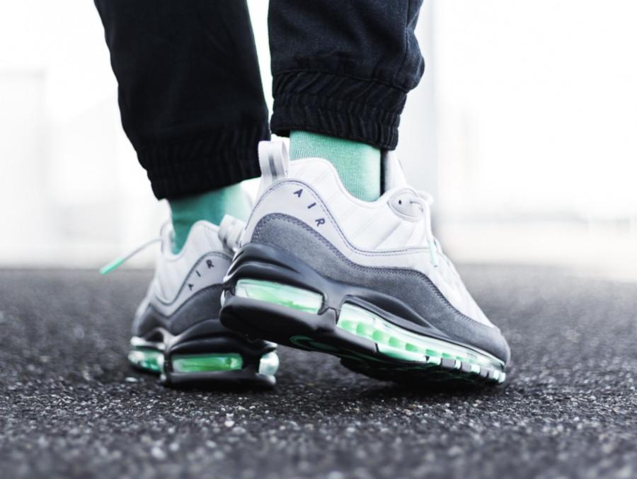 Nike-Air-Max-98-Fresh-Mint-Vast-Grey-Atmosphere-Grey-1