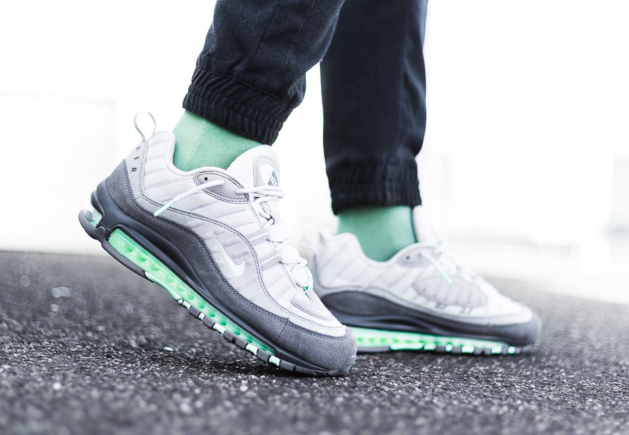 Nike-Air-Max-98-Fresh-Mint-Vast-Grey-Atmosphere-Grey-3