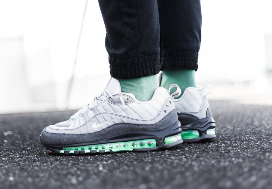 Nike-Air-Max-98-Fresh-Mint-Vast-Grey-Atmosphere-Grey-4