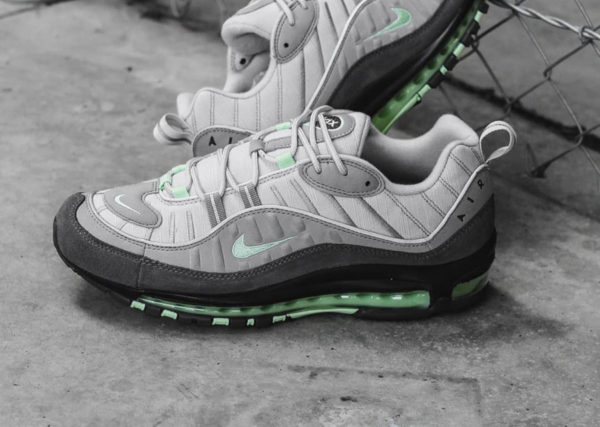 buy online b1914 7cc29 Nike Air Max 98 Fresh Mint Vast Grey Atmosphere Grey. 16 mai 2019