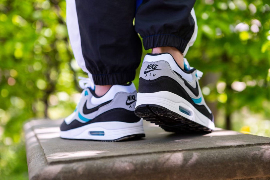 Nike Air Max Light OG Teal AO8285 103 (1)