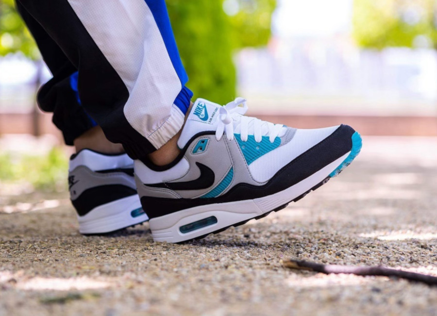 Nike Air Max Light OG Teal AO8285 103 (2)