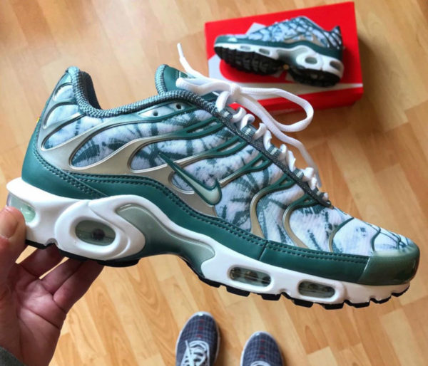 new product 38cfb a17ae Nike Air Max Plus TN Floral Palm Tree on feet