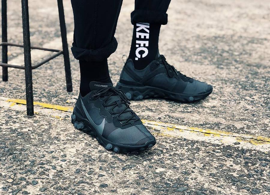 Nike React Element 55 Triple Black pas cher
