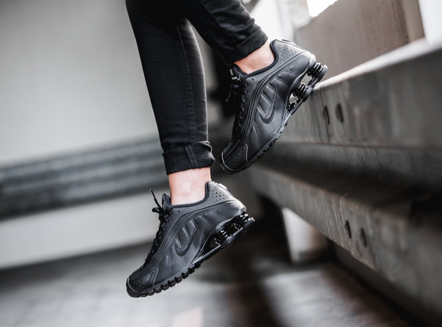Nike Shox R4 Triple Black (4)
