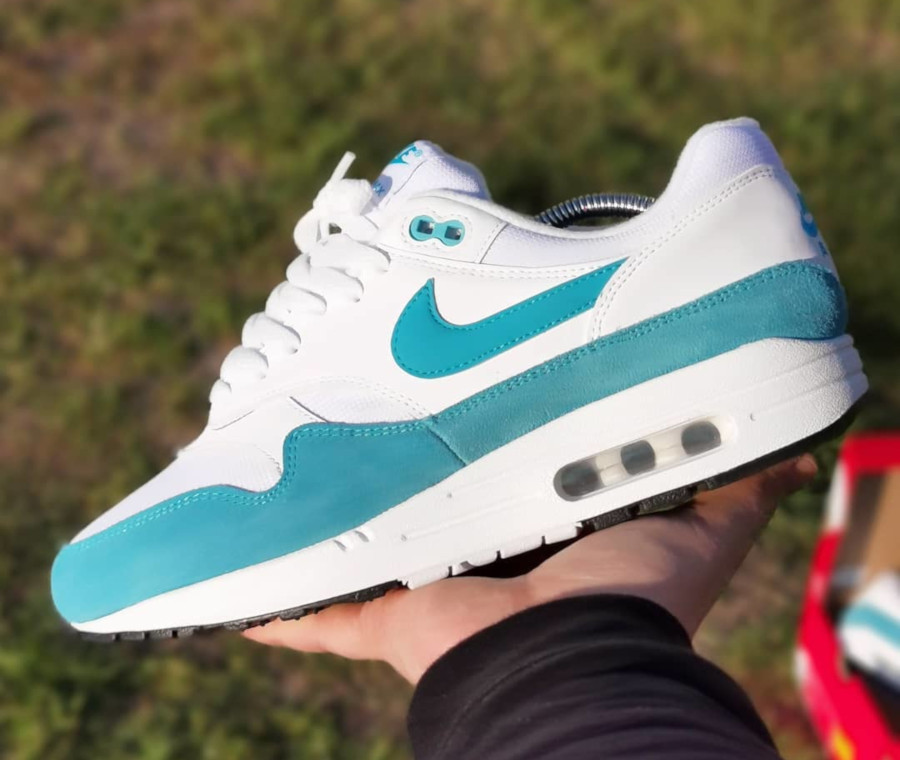 Nike Wmns Air Max 1 'Atomic Teal' LT Blue Fury White Black (1)