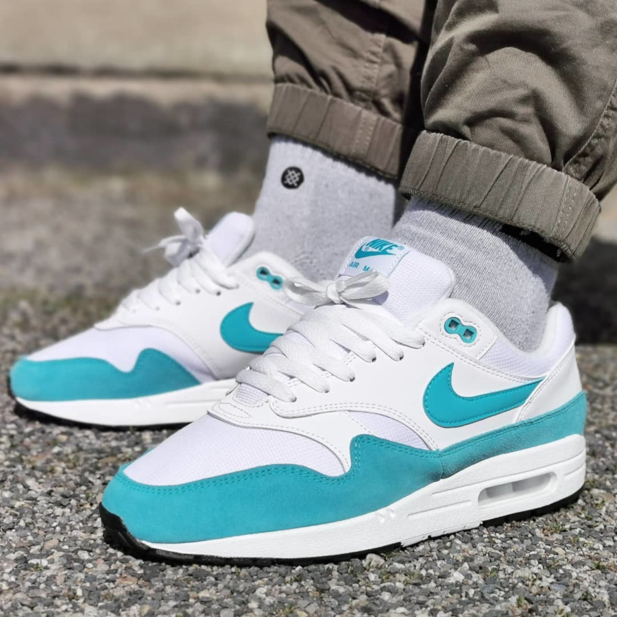 Nike Wmns Air Max 1 'Atomic Teal' LT Blue Fury White Black (3)