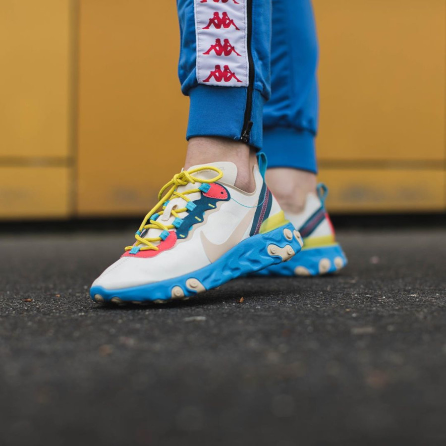 Nike Wmns React Element 55 Light Cream Desert Ore Blue Fury (3)