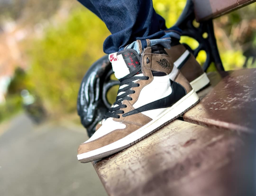 Travis Scott x Air Jordan 1 High 'Reverse Swoosh' Cactus Jack (2)