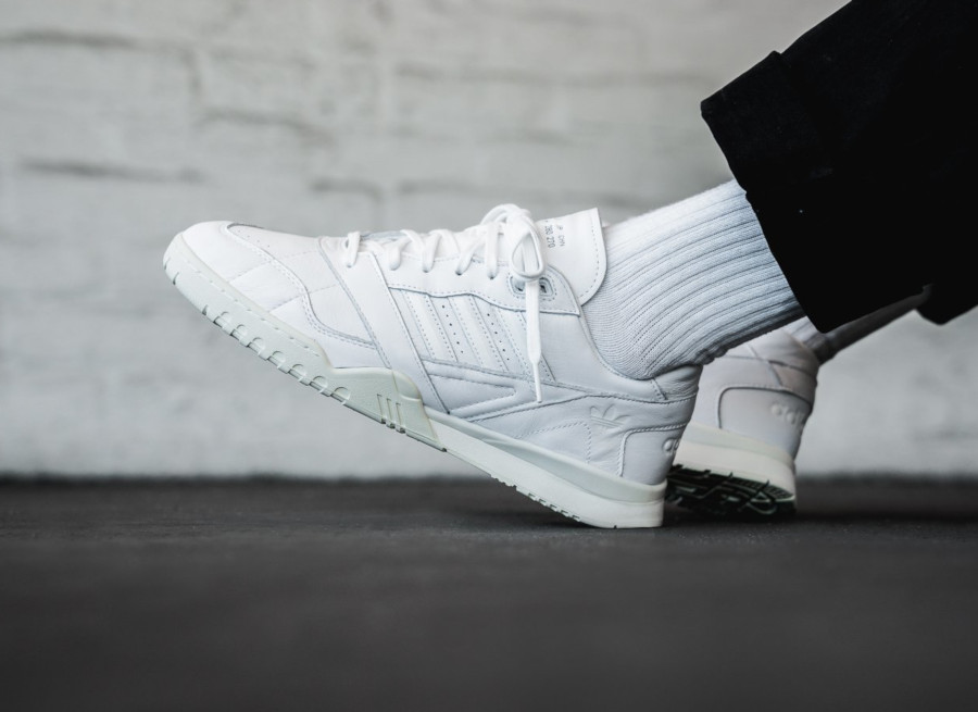 Adidas AR Trainer blanche EE6331