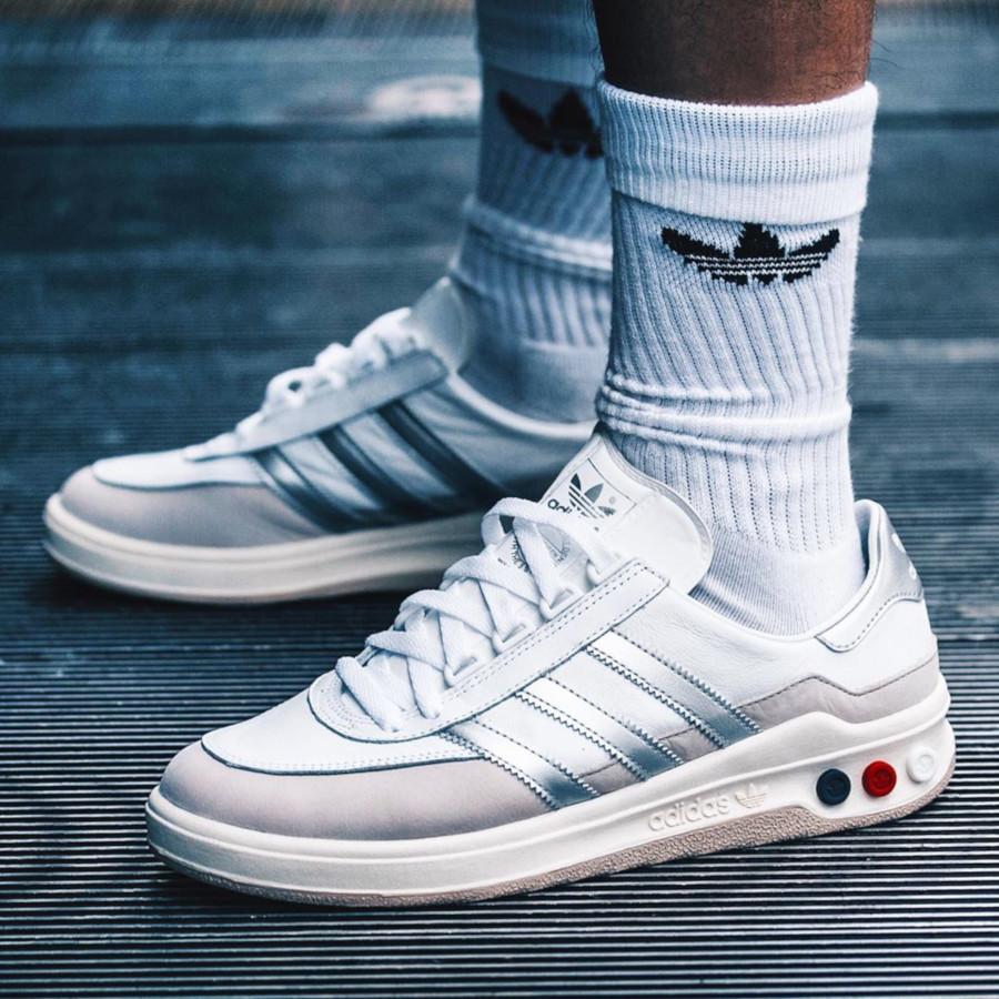 Adidas Galaxy blanche et gris métallique rétro 2019 (2)