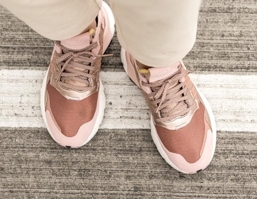 Adidas Nite Jogger rose cuivré pour femme (1)