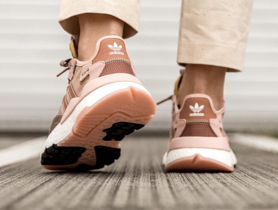 Adidas Nite Jogger rose cuivré pour femme (2)