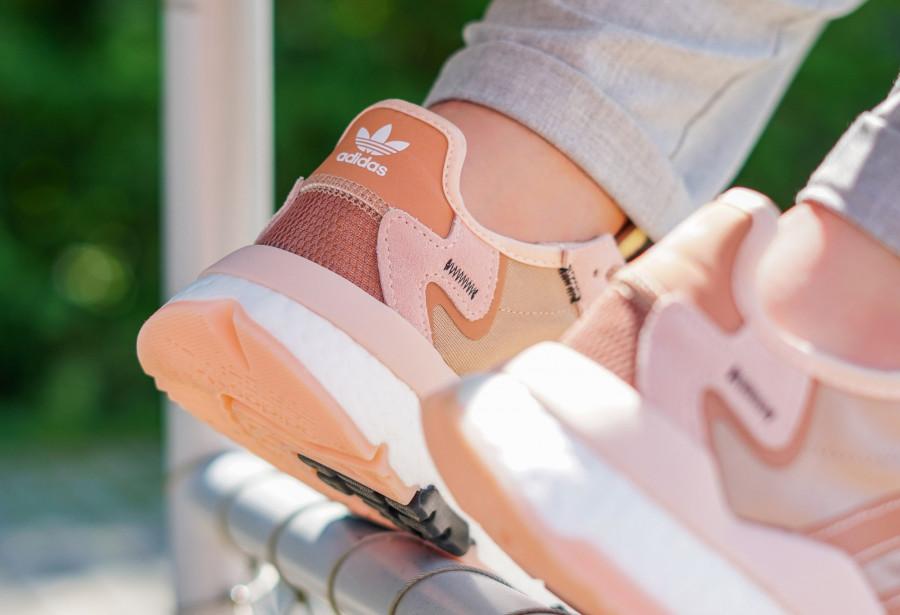 Adidas Nite Jogger rose cuivré pour femme (3)