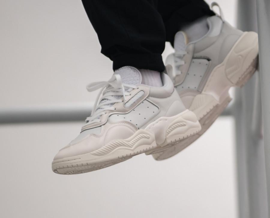 Adidas Supercourt RX blanche et beige (2)