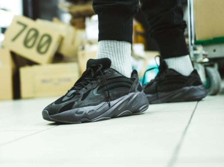 Adidas Yeezy Boost 700 V2 Triple Vanta FU6684 (3)