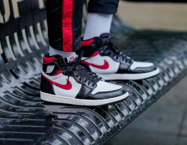 Air Jordan 1 montante blanche rouge et noire pour homme (2-1)