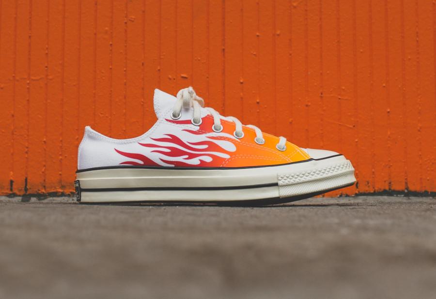 Converse Chuck Taylor 70 blanche avec des flammes rouges et orange (2)