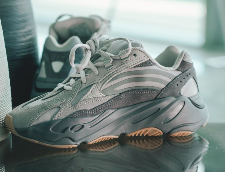Kanye West x Adidas Yeezy 700 V2 Tephra (1)